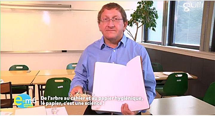 Jean-Francis Bloch explique la fabrication du papier dans E=M6 Family
